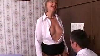 Mature in Nylon Stockings Measures Up