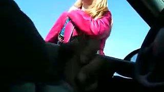Helpful harlot gives me a handjob while I am sitting in my car