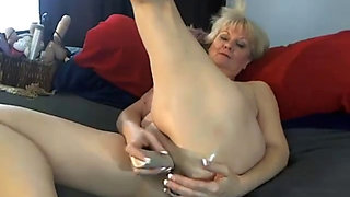 Tammy dildoes both Holes on Cam