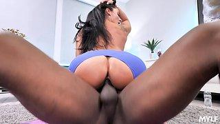 Sporty curvaceous MILF Sheena Ryder enjoys steamy interracial sex