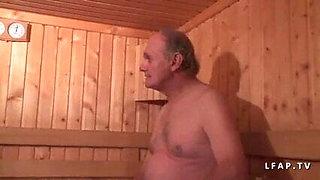 Plan a 3 dans le sauna