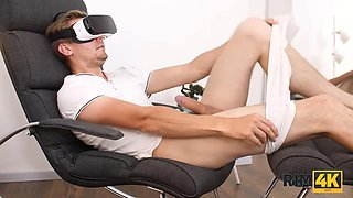 RIM4K. Guy forgets the VR headset when his girlfriend starts licking his ass