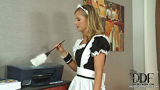 Office Babe  Maid Suck Toes
