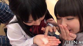 Bushy pussy from schoolgirl licked makes her shriek loud