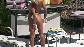 Kinky already tanned blonde bright lady shows off her booty by the pool