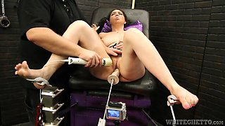 kiki daire cums all over the place thanks to machines