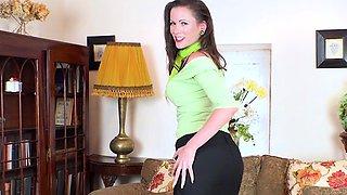 Brunette pornstar nylon with cumshot
