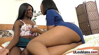 killer ebony sluts love the massage wand