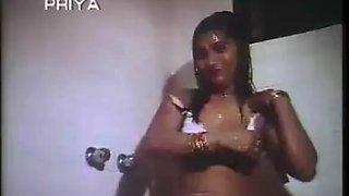 mallu aunty hot bathing