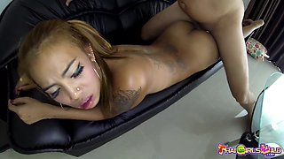 Just ordinary Thai hooker Yui whose butt is flashed and cunt fucked