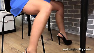 Wetandpuffy - Office Pussy Distractions
