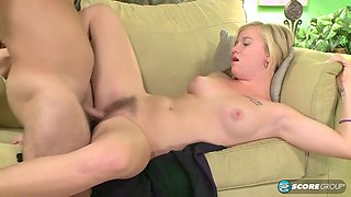 Tracey Sweet In Young Blonde Hardcore Amateur Fuck With Cumshot