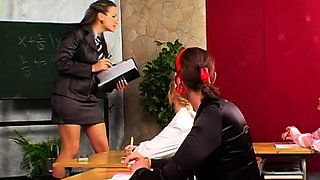 Dude gets tied up and completely dominated by a hawt doxy