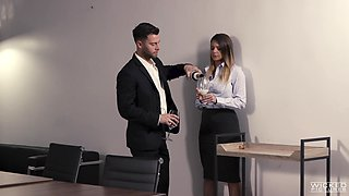 Kinky secretary Brooklyn Chase wants to have sex with her boss