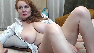 Russian mature shows her pussy on camera