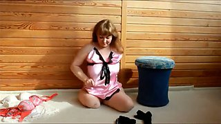 Amputee midget posing teasingly in amateur video