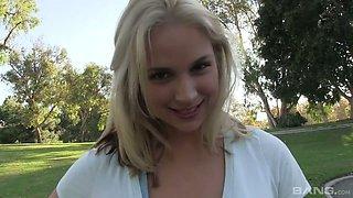 Blonde wearing wet yoga pants and T-shirt Sarah Vandella gives a rimjob