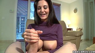 Heavy chsted Ava Addams does blowjob in pov