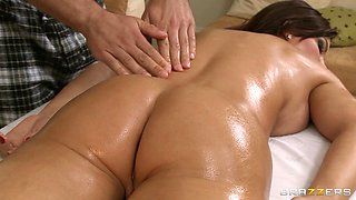 Diamond Foxxx Gets Her Pussy Fingered At Massage
