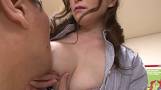 Japanese MILF actress Miyama Ranko plays with her clam