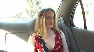 madura seduce jovencita