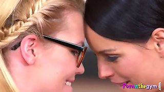 Workout babes pussylicking in sapphic gym duo