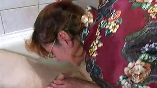 RUSSIAN UGLY AUNTIE FUCKS HER NEPHEW IN BATH