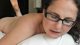 Nerdy brunette jills off and reaches self-induced orgasm.