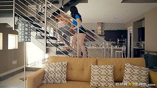 Holly Hendrix & Mandy Muse & Danny D in My Girlfriends PHAT Ass Roommate - Brazzers