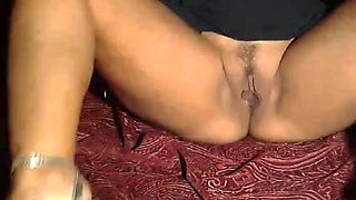Webcam video shows a masked Arab milf masturbating