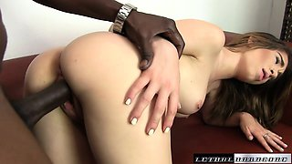 Teen Joseline Kelly takes her first BBC and cums hard on