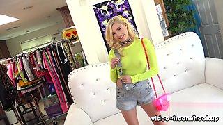Carolina Sweets in Episode 192 - Carolina Sweets - HookupHotshot