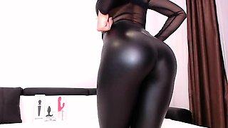 Huge naturals amateur milf Ilonka live on webcam