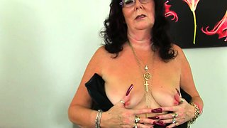 English gilf Elle gets turned on in her leather outfit