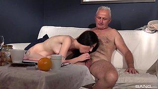 Sexy babe Mia Evans is in need of an elderly fellow's boner