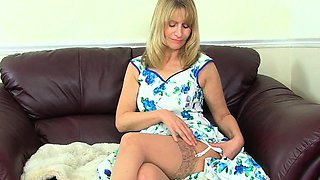 British gilf Sapphire Louise pleases her pussy with a dildo