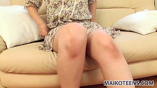 Chubby face slut Emi Honada rubbing her clit in a car and later demostrating her huge hole