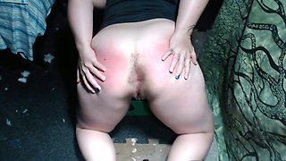 Lewd cam whore demonstrates her pale big ass with passion