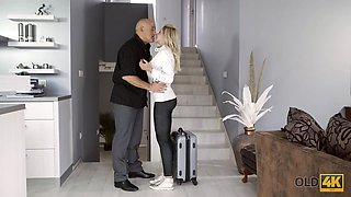 OLD4K. Chick and her old BF return home in time for awesome quickie