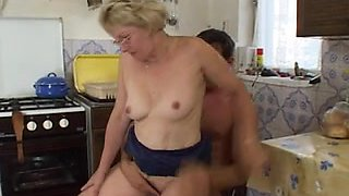 Anal fucking with a hot and nasty mature granny on bed