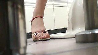 Hairy woman voyeur piss video