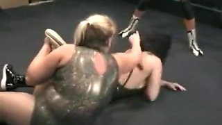 women tag wrestling lady v