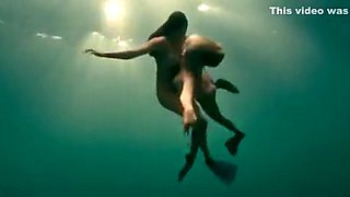 Busty naked swimmers make erotic underwater art