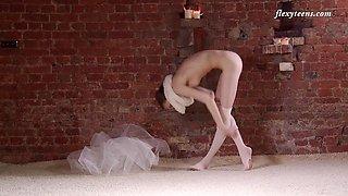 Natural tits Russian model Ksyuha Zavituha loves to dance naked