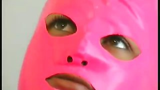 Sexy dame in pink rubber