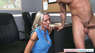 Seductive secretary Emma Starr seduces Seth Gambles and make shim lick her pussy