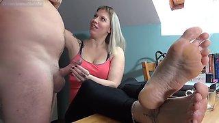 Lady cruellas дрочит член и доводит до оргазма три раза подряд