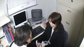Smoking hot Jap secretary sucks in voyeur blowjob video