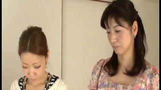 hand- spanking japanese mom & daughter