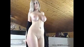Amazing Big-Titted Camgirl Toying Beautiful Ass